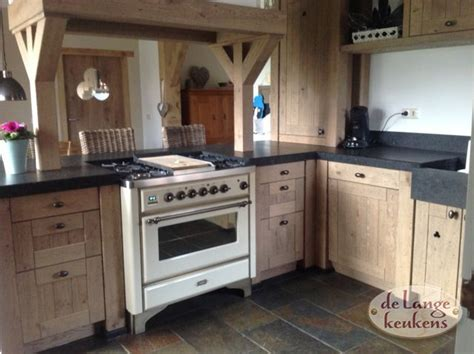mooie landelijke keukens houten landelijke keuken met mooie bar de lange keukens