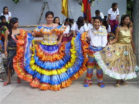 trajes tipicos de la region con material reciclado apexwallpapers como hacer trajes t 237 picos con material reciclable imagui
