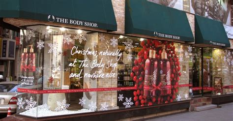 4 tips for standout christmas window displays dashing group