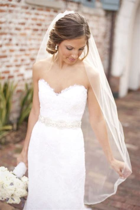how to wear a belt with your wedding dress