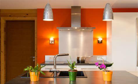 decorar cocina naranja foto cocina decorada con pared naranja 225929 habitissimo