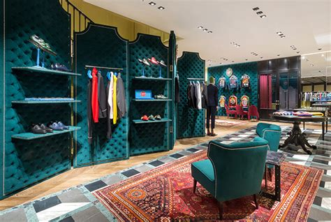 Gucci To Open Six New Stores In China In 2007 by Discover Gucci S New Flagship Store In The Dubai Mall