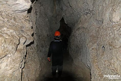 batu cermin cave  labuan bajo city east nusa tenggara