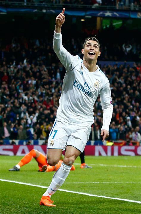 ronaldo juventus boots lionel messi cristiano ronaldo enrages barcelona against psg football sport express