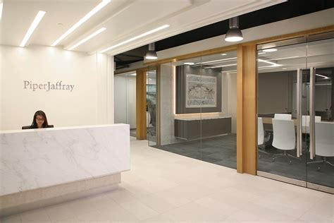 Piper Jaffray Investment Banking Associate Mba by A Look Inside Piper Jaffray S Boston Office