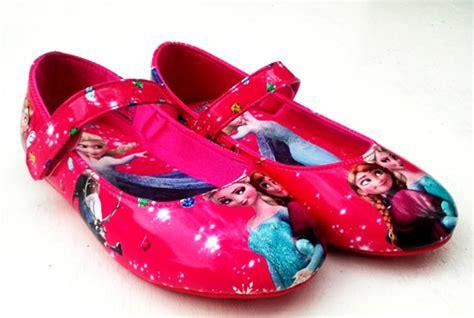 Sepatu Roda Elsa sepatu roda frozen pernak pernik frozen