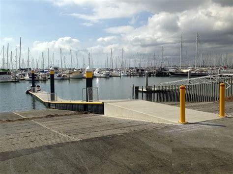 boat jetty fenders jetty pontoon plastic d section dock fenders