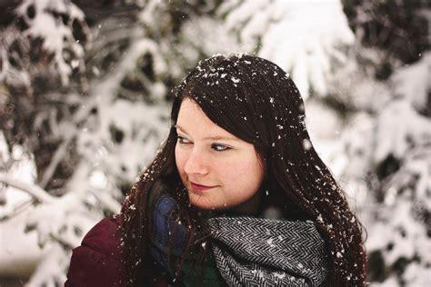 fotos gratis nieve invierno lluvia modelo primavera fotos gratis nieve fr 237 o invierno ni 241 a mujer morena