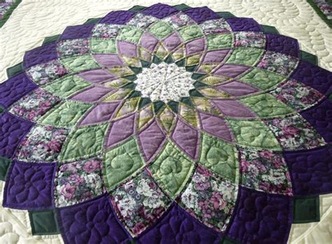 dahlia amish quilt this is a center detail of