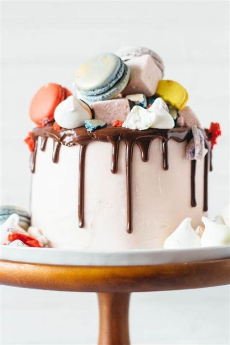 Cake Topper Ideas For Decorating Birthday Cakes