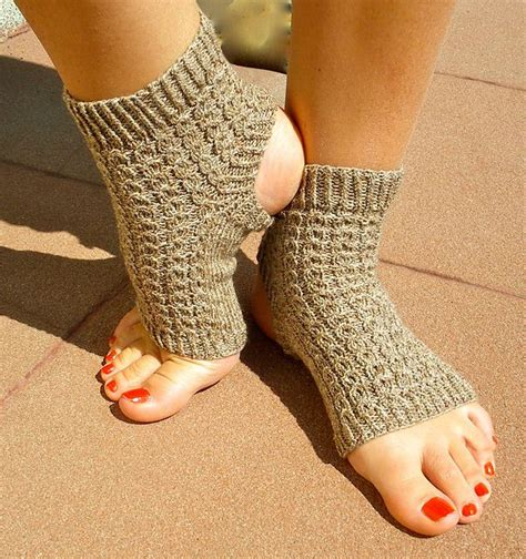 yoga socks pattern knit ravelry yoga teacher s yoga socks the happy hooker