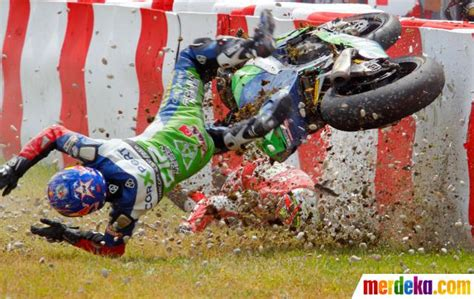 Buku Seru Hadji Murat 2017 foto insiden kecelakaan hebat motogp di lintasan balap