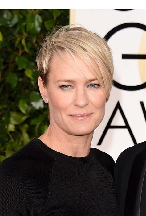 how to cut robin wright haircut robin wright s golden globe awards look get her edgy bob