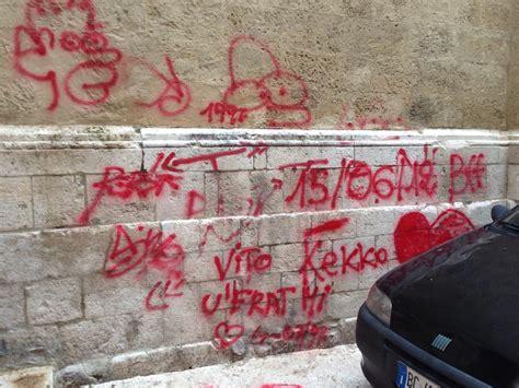 frasi volgari a letto bari vecchia tutti i monumenti marchiati dai vandali
