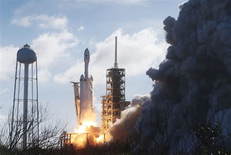 spacex set to launch world s most powerful rocket the photos falcon heavy world s most powerful rocket blasts