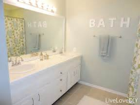 How To Paint A Bathroom by Livelovediy Easy Diy Ideas For Updating Your Bathroom