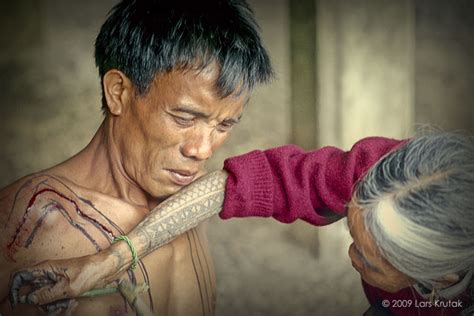 kalinga tattoo pain the last kalinga tattoo artist of the philippines lars