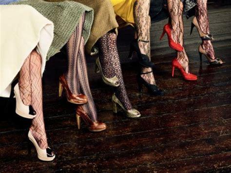 patterned tights at work non accavallate le gambe ecco cosa potrebbe succedervi