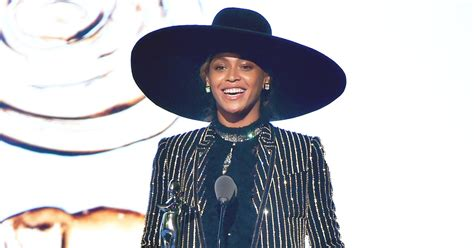Jolies Onstage Revelations by Beyonce Accepts Cfda Fashion Icon Award 2016 Read