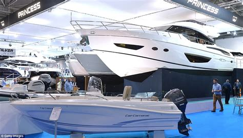 Bow Windows Pictures sunseeker 28 superyacht unveiled at london boat show