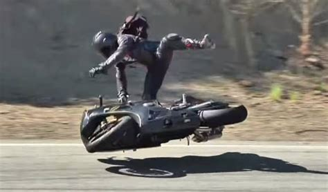 Lowside and highside motorbike crashes explained ( videos)