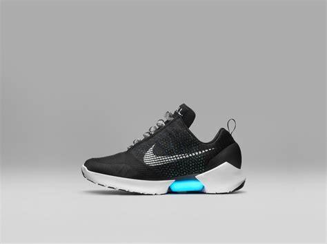 Sepatu Nike Hyperadapt nike merancang sepatu yang bisa ikat tali sendiri