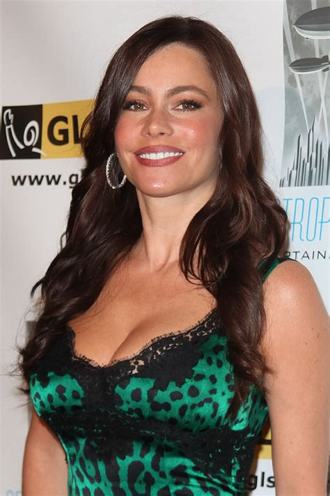 sofia freeones sofia vergara showing awesome cleavage in tight dress at