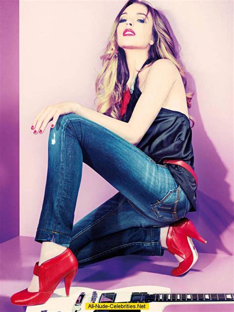 lindsay lohan guitar lindsay lohan posing in jeans with guitar photoshoot