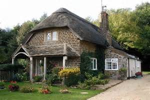 how to achieve a cosy cottage feel in your home interior