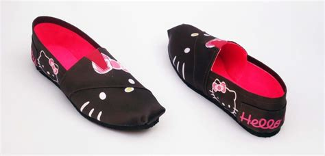 Girls Kitty And Toms On - alpargatas hello kitty