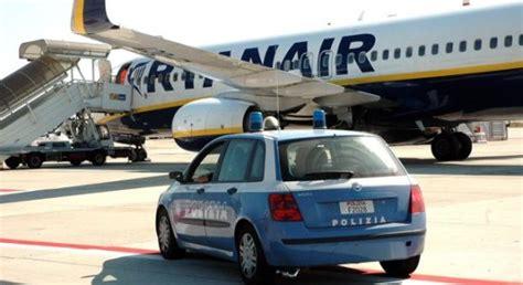 ufficio immigrazione venezia rumeno socialmente pericoloso rimpatriato dalla polizia