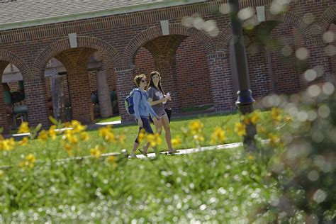 Ul Lafayette Mba by College Of General Studies Becomes College