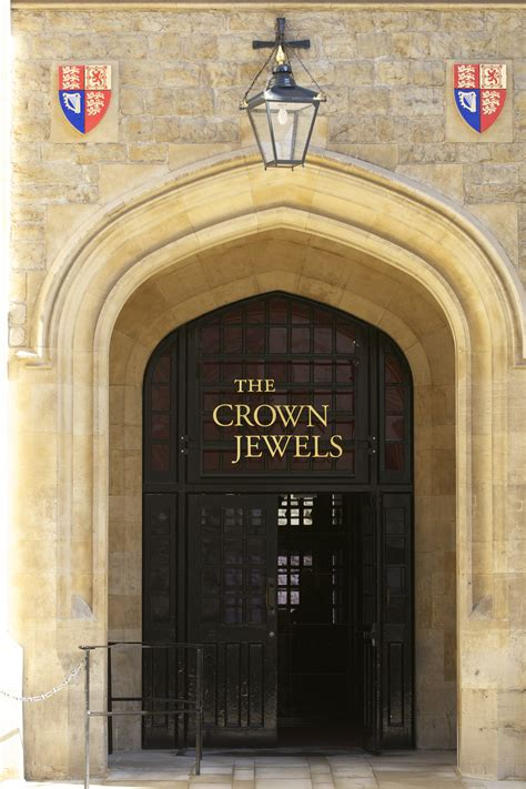 the jewel house a history of the tower of london ravens the enchanted manor