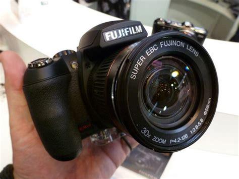 Kamera Fujifilm Finepix Hs20 fujifilm finepix hs20 exr on at focus on imaging 2011