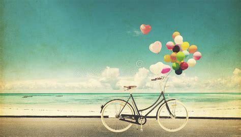 imagenes vintage felicidad f bicycle vintage with heart balloon on beach blue sky