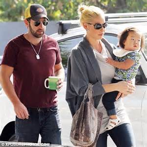 Got Mail From Kelley Mba For Early Call by Katherine Heigl And Josh Kelley Enjoy Day Out With