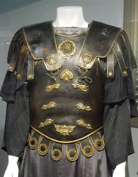 gladiator film costume designer hollywood movie costumes and props commodus costume and