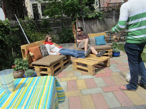 10 diy outdoor furniture made of pallet easy diy and crafts