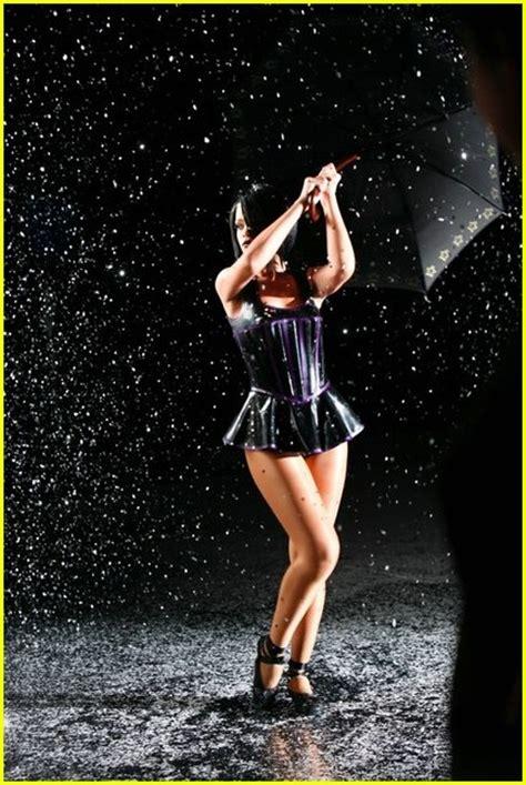Rihannas Umbrella Featuring Z by Rihanna Featuring Jayz Umbrella Lyrics Lyrics