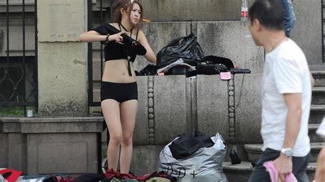 Birthday Ganti Baju 1 berita unik dan menarik waw model model cantik ganti baju di jalanan tanpa tirai ini foto