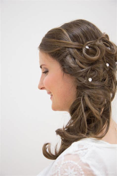 Seitliche Brautfrisur by Braut Accessoires Visagistin Makeup Morri
