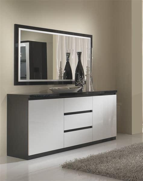 canapé design noir et blanc buffet bahut design laqu 233 blanc et noir krista buffet