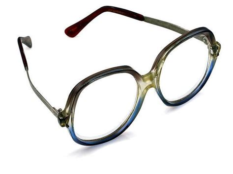 7 signs you need reading glasses the express tribune