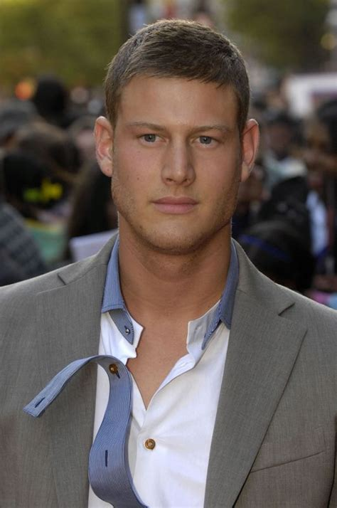 tom hopper casualty tom hopper age weight height measurements celebrity sizes