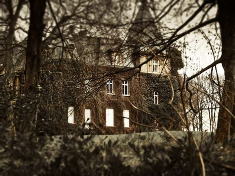 creepy haunted house music free photo haunted house weird creepy free image on pixabay 1124241