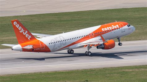 Easy Jr ftejerez to supply graduate pilots to easyjet ftejerez