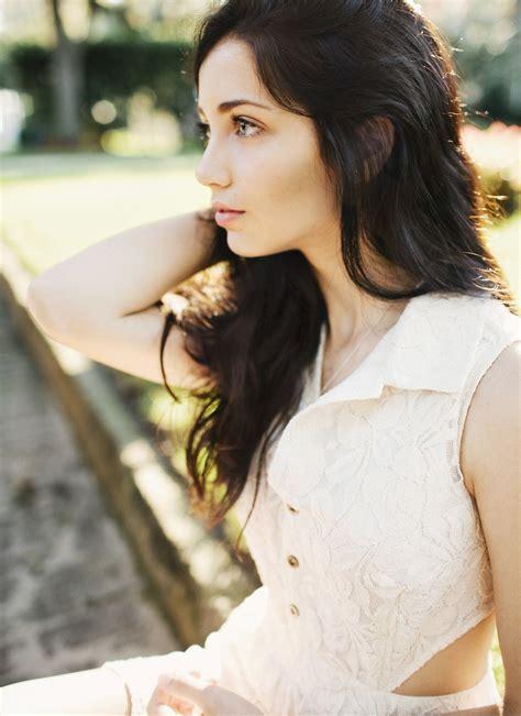 brown hair wikipedia emily rudd women model blue eyes depth of field