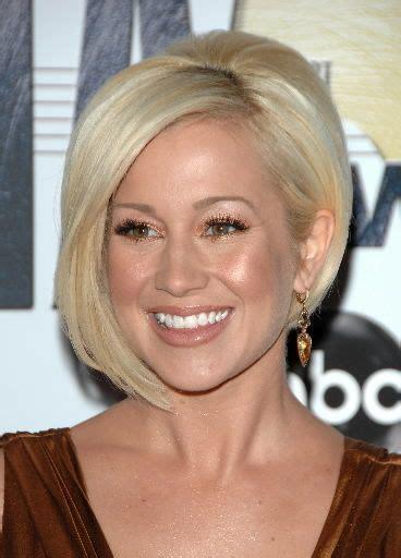 celebrity blonde sliced asymmetric bob kellie pickler s 139 best images about kellie pickler on pinterest derek