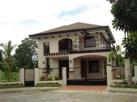 patio interior rejas modelo de casa con balc 243 n con rejas curvadas