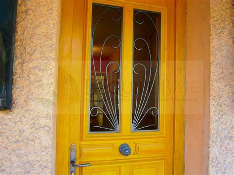 porte d entrée en bois 3800 visualisez votre future porte sur votre propre fa 231 ade
